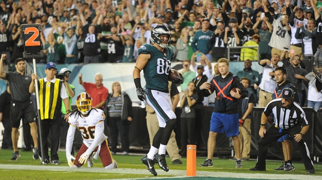 usa-zach-ertz-td-redskins-eagles.jpg